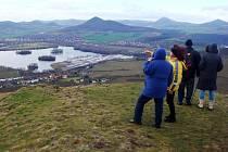 Turisté po novoročním výstupu na Radobýl