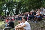 Stovky diváků sledovaly tradiční středověkou bitvu ve vodním hradě v Budyni nad Ohří, 2017