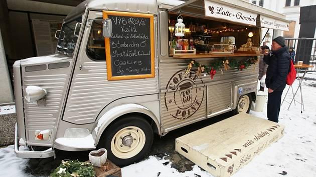 Ikonický citroën s kavárnou Marka Malého bývá ozdobou nejen adventních trhů.