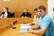 PADL ROZSUDEK. Okresní soud v Litoměřicích ve středu rozhodl v případě bývalého dopravního policisty Petra Štrose. Uznal ho vinným z distribuce pervitinu osobám mladším 18 let a ze zneužití pravomoci veřejného činitele.
