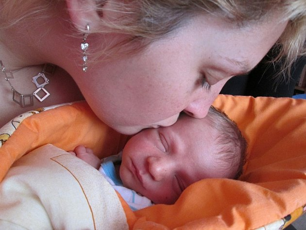 Markétě a Josefovi Dunajovým z Duban se 15. března ve 12.17 hodin narodil v Litoměřicích syn Tobiáš Dunaja (48 cm, 2,76 kg).