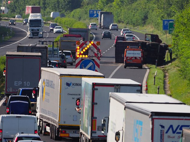 Nehoda na dálnici D8, středa 21. června 2017.