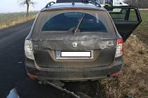 UKRADL A ZNIČIL. Černou Škodu Superb třiadvacetiletý muž ukradl z garáže rodinného domu v Roudnici nad Labem. Majitel ji neměl zabezpečenou. Policistům se auto podařilo vysledovat díky GPS.