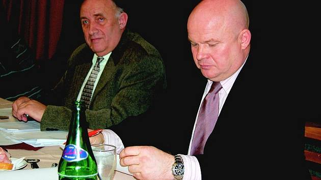 Místostarosta Lovosic Vladimír John (vpravo), vedle něj sedí starosta města Jan Kulhánek.