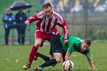 MÍČ se snaží v souboji s domácím hráčem získat brozanský záložník Pavel Zadina (v pruhovaném).