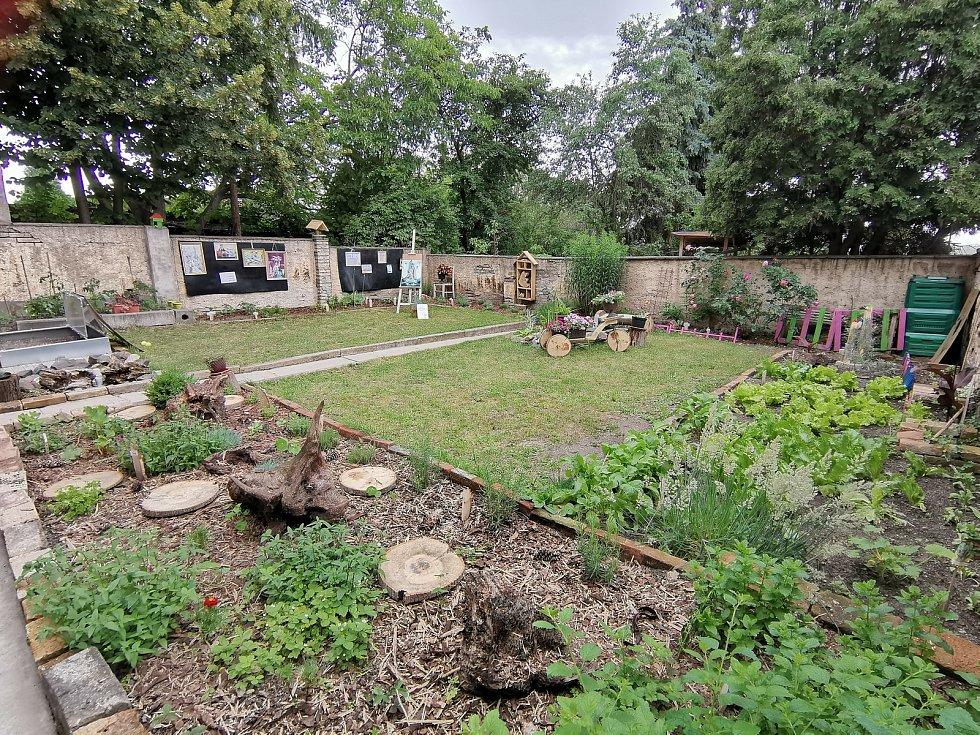 V minulém ročníku Enviromentální výzvy papírna podpořila sedmnáct projektů. Patří mezi ně i nová zahrada v roudnické Naději.
