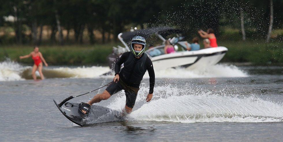 V Třebouticích se konaly závody ve wakesurfingu.