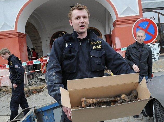 Na litoměřickém náměstí se při výkopu objevily kosterní pozůstatky.