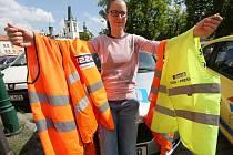 NEVYHAZUJTE starší vesty z povinné výbavy automobilu. Jejich použití je možné i nadále.