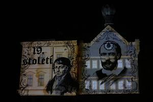 Začaly oslavy výročí 800 let videomapingem o historii královského města.