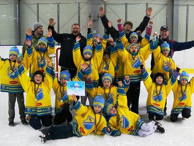 SLAVILI. Vítězný tým HC Roudnice.