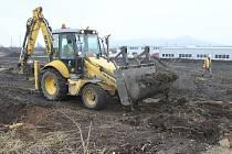 NÁVRAT HASIČŮ. V Lovosicích blízko dálnice D8 v průmyslové zóně Nové Klapý bude nová hasičská stanice, jejíž výstavba bude dokončena v půli roku 2015.