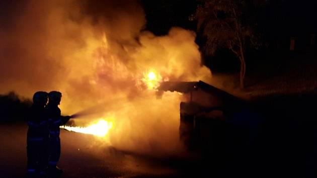 Požár kontejnerů ve Lbíně
