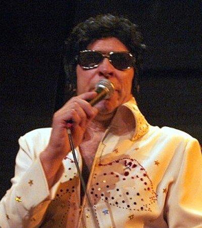 Rosťa Pechoušek jako Elvis Presley.