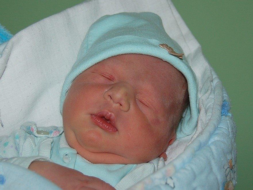 Barboře a Filipu Wünschovým z Terezína se 16.1. v 5.12 hodin narodil v litoměřické porodnici syn Maxim Wünsch (49 cm, 3,65 kg).