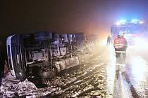 Dopravní nehoda cisterny u Lovosic - úterý 7. prosince 2010 večer.