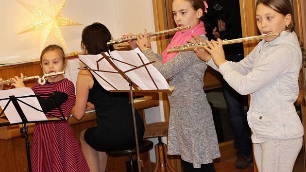 Děti ze Základní umělecké školy Štětí zahrály v litoměřickém hospici