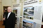 Slavnostní podepsání dotace na opravu terezínské pevnosti.