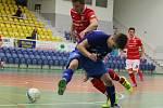 V tomto divizním ročníku se zatím futsalistům Ludis Teamu Třebenice (v modrém) nedaří podle představ, v Teplicích podlehli domácímu výběru vysoko 8:1.