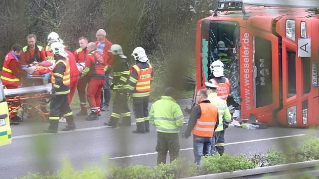 Nehoda kamionu na dálnici D8