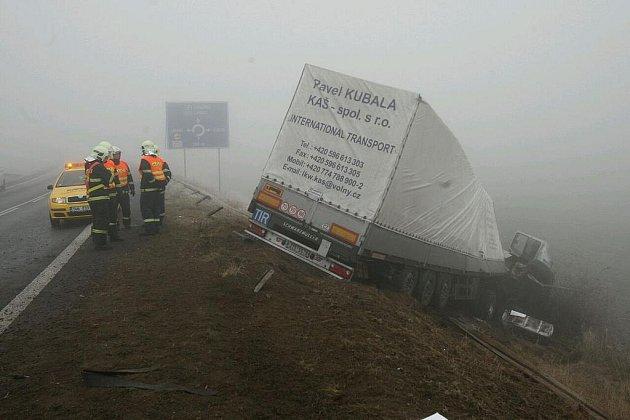 Nehoda u Lukavce, pondělí 14.11. 2011.
