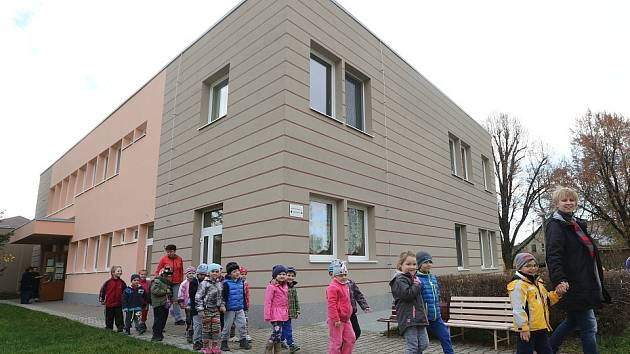 Budovy mateřinky, přilehlé jídelny a školní družiny se dočkaly nového kabátu.