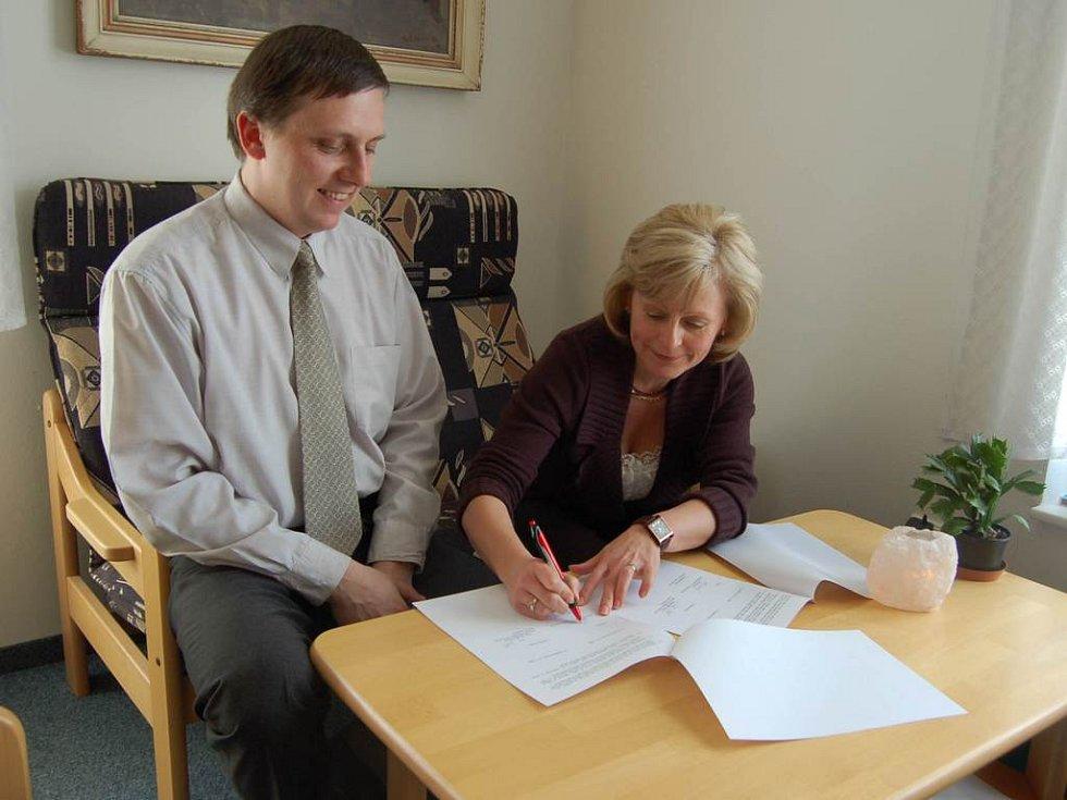 Podpis smlouvy.