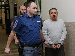 Před Okresním soudem v Litoměřicích stanul Milan K. Je obžalovaný z prodeje, distribuce a výroby omamných látek.