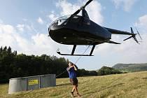 Vrtulník vynesl na Milešovku díl pro úpravu čistírny
