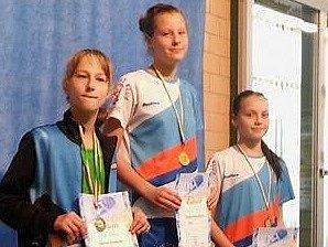 Vítězná Tereza Dieneltová, třetí skončila další litoměřická plavkyně Adéla Chalupová.