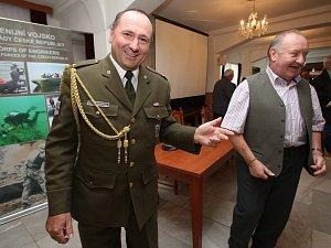 Setkání vojáků 51. ženijní brigády a 3. ženijního praporu v Litoměřicích vyvrcholilo křestem vzpomínkové knihy Ženisté litoměřické a terezínské posádky.
