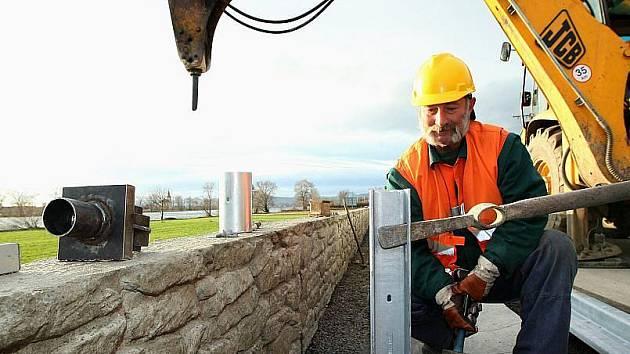 STAVBA protipovodňových opatření v Křešicích a Nučnicích je v plném proudu.