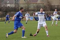 Fotbalisté SK Hrobce (v modrém) podlehli doma Kladnu 1:9.
