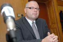 Obžalovaný lékař Ivan Drnek před litoměřickým soudem v roce 2007.