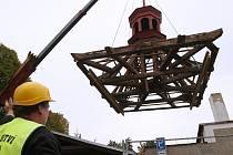 Poškozenou zvonici zřejmě ze 17. století na starém třebenickém hřbitově rozebrali tesaři. Město ji nechá zrestaurovat.