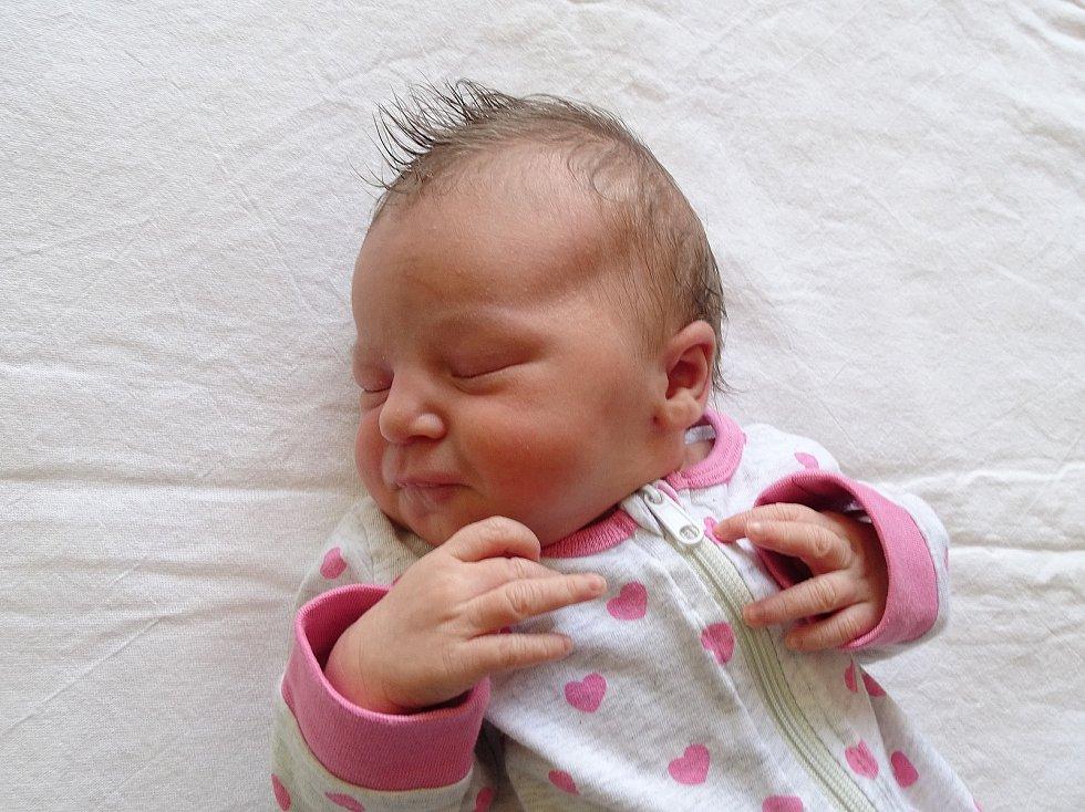 Valentýna Matoušková se narodila Ludmile Kadlecové a Romanovi Matouškovi z Úštěku 14. září ve 3.16 hodin v Litoměřicích (51 cm a 3,64 kg).