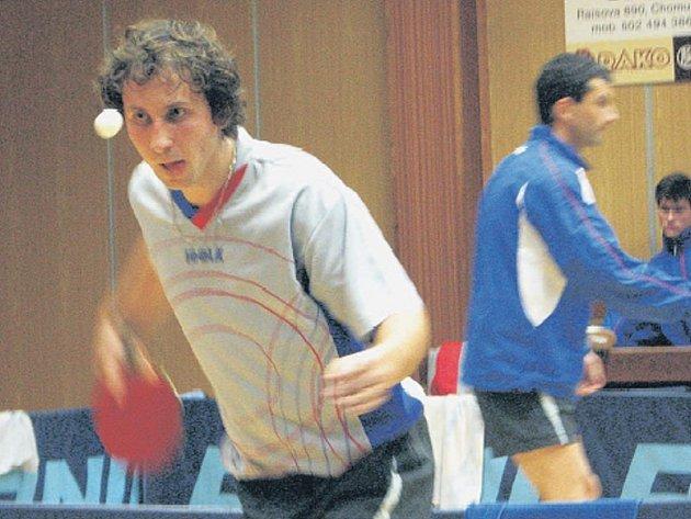 BODOVAL. Vít Bartošek dosáhl v posledním utkání první části II. ligy proti Slavoji Praha dosud nejlepšího výsledku, když vyhrál s Lukášem Schořem ve čtyřhře a byl třikrát úspěšný ve dvouhře.