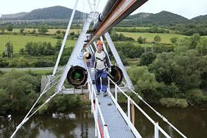 Výměna potrubí na vodovodu umístěném nad řekou Labe mezi Libochovany a Prackovicemi