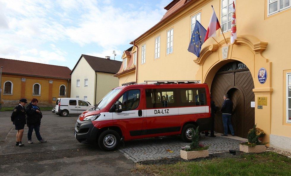 Dobrovolní hasiči z Lukavce na Litoměřicku získali nové přepravní auto Fiat Ducato