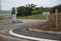 Nová část obchvatu v Roudnici se brzy otevře řidičům.