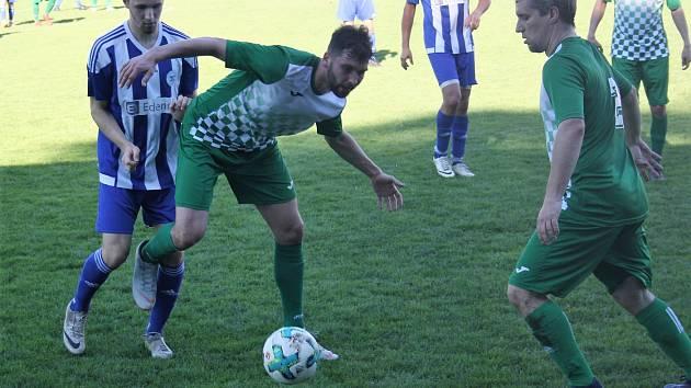Roudnice - Libouchec, I. A třída 2018/2019. Fotbalisté Roudnice (modrobílí) zdolali Libouchec 2:0.
