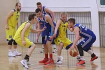 Basketbalisté Slavoje Litoměřice (ve žlutém) v play - off I. ligy.