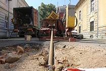 Penetrace rozvolněného nadloží hlavního kanalizačního řadu v Žižkově ulici.