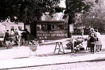 NÁPISY na obchodech v centru Lovosic na současném Václavském náměstí, původně Rudé armády dokumentují odpor občanů z regionu k invazi vojsk pěti zemí Varšavské smlouvy.