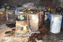 Práce na likvidaci nebezpečných odpadů v lovosické olejně začaly