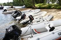 MALÉ ČLUNY by měly kotvit i v Roudnici. Státní plavební společnost plánuje vybudovat nová kotviště kvůli rozvoji turistiky.