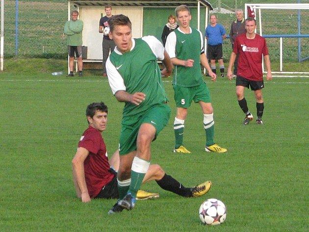 SOUBOJ. Hráči Dynama Podlusky měli pohárový duel rozehraný dobře, ale ve druhé půli si postup vybojovaly Brňany.