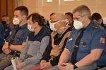 Obžalované přivedla do velké jednací síně litoměřického okresního soudu eskorta