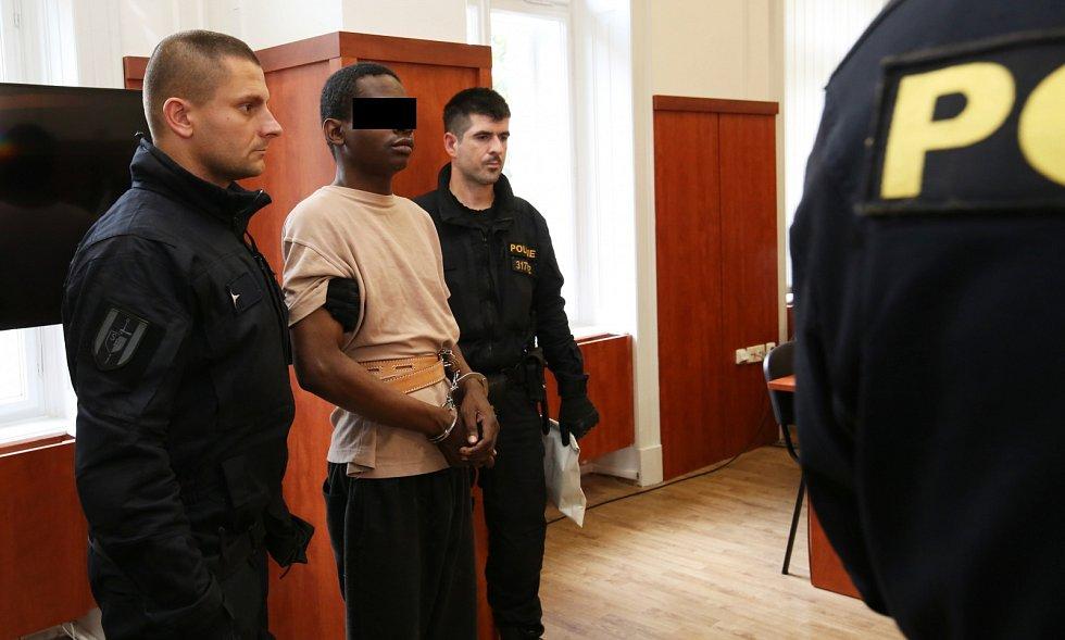 Podezřelý ze znásilnění u litoměřického soudu