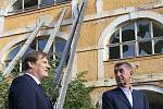 Premiér Andrej Babiš dorazil v pátek dopoledne do Terezína na pozvání starosty města. Po prohlídce objektů, na které potřebuje město peníze, proběhlo jednání v nově opravené Wieserově vile.